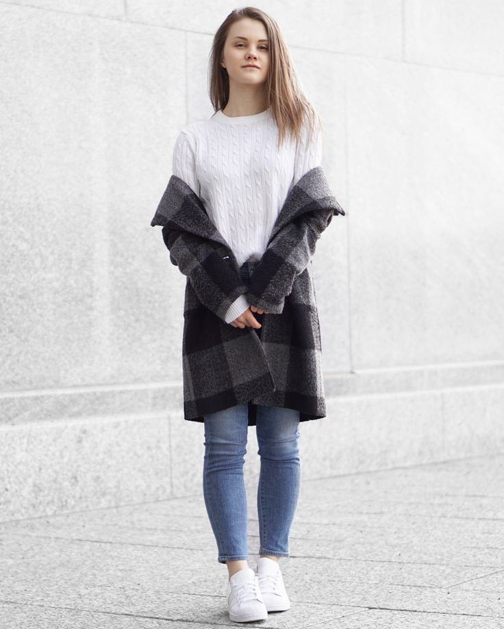 A Little Detail - Transitional Outfit // Winter to Spring Fashion // Fall to Winter Fashion // #fallfashion #springfashion #plaidcoat #whitesneakers #winterfashion #womensfashion #springfashion