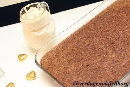 Hjemmelaget, gammeldags sjokoladepudding med hjemmelaget, ekte vaniljesaus