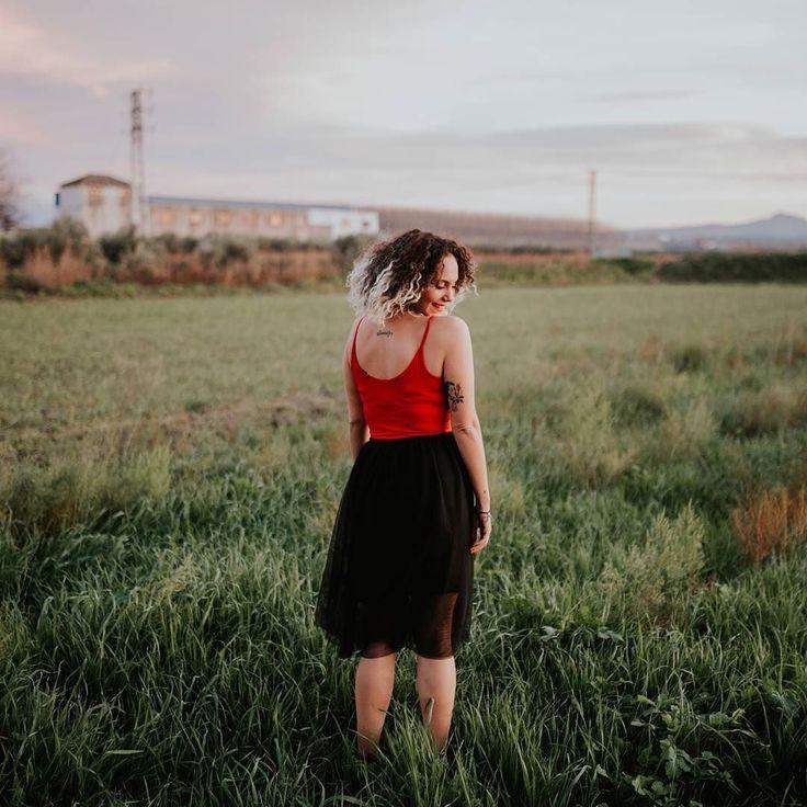 Modelo: @mariiagomez16    #granada #photoshoot #shooting #sesion #girl #style #rural #fashion #moda #model #modelo #editorial #portrait #retrato #photographer #folk #field #rural #red #weddingphotographer #folkportraits #myphotoinvogue #lookslikefilm #folkcreative