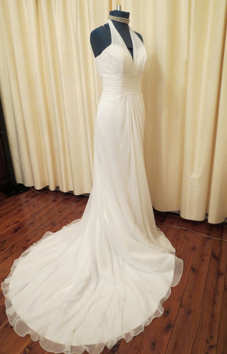 Vintage Sexy Simple Off White Wedding Dress With Long Train And Halter Top
