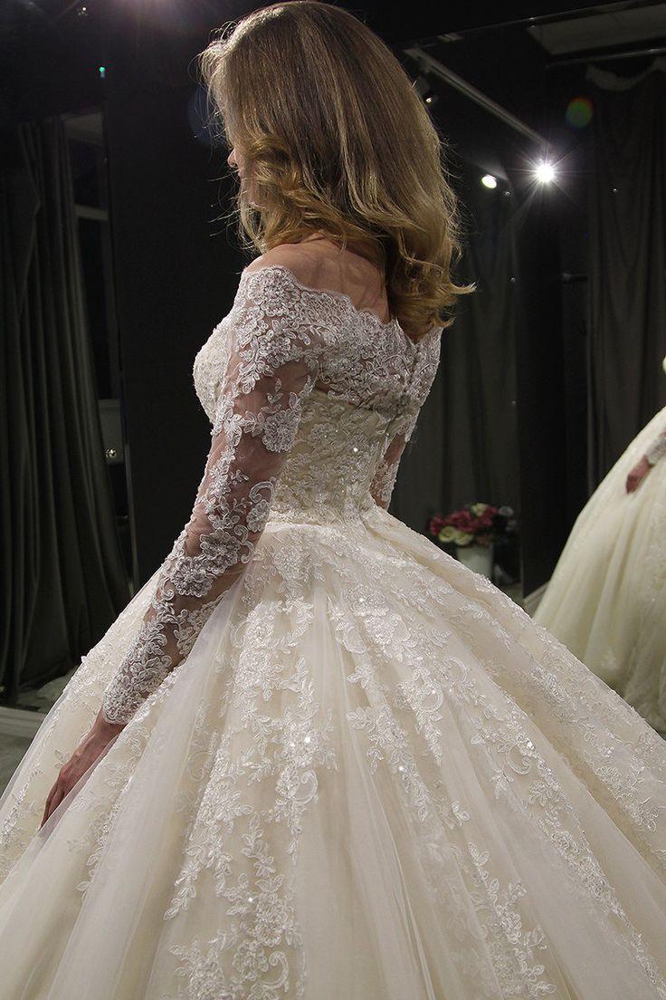 Princess Royal ab Schulter Hochzeitskleid Nuria von Olivia Bottega. Friesen Brautkleid. Lange Ärmel Brautkleid