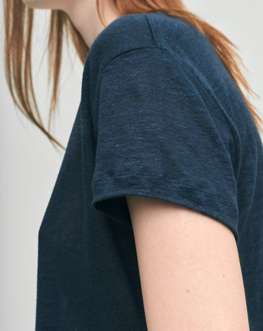 Timeless Roundneck tee with a loose straight fit. Pure linen jersey…