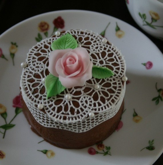 cake decorated with edible lace rosette!!