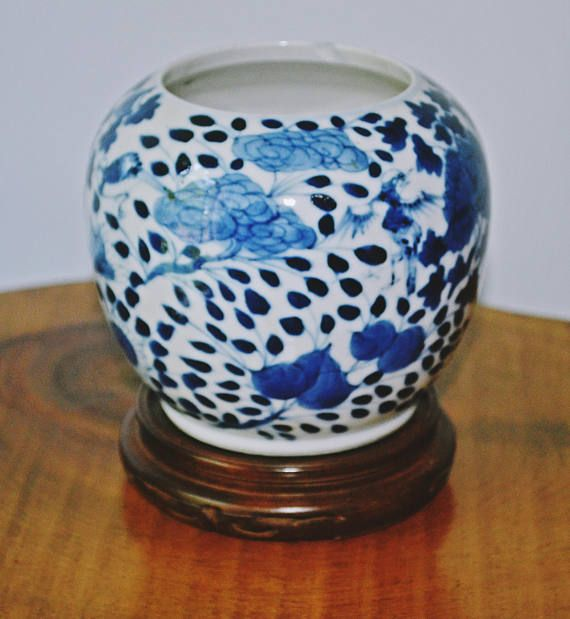 Check out this item in my Etsy shop https://www.etsy.com/ca/listing/533515051/asian-blue-and-white-vase-asian-brush