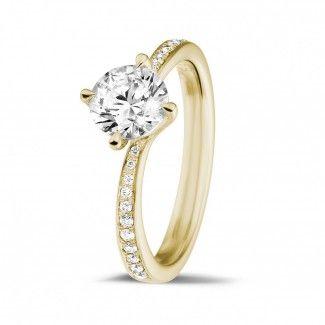Geelgouden Diamanten Ringen - 1.00 caraat diamanten solitaire ring in geel goud met zijdiamanten