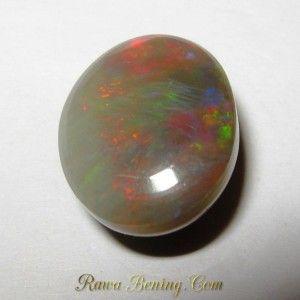 Bagian bawah batu Greyish Opal Pelangi 4.70 carat