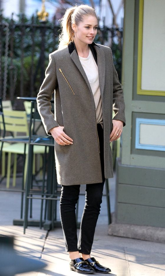 Doutzen Kroes out & about while keeping it simple and chic, with a long coat and classic black shoes.