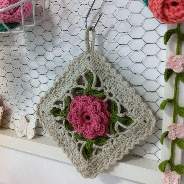 Crochet potholder.  #crochet #potholder #flower #pattern #vintage #handmade