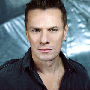 larry mullen jr  U2 - in line circle wave (Dreamer)