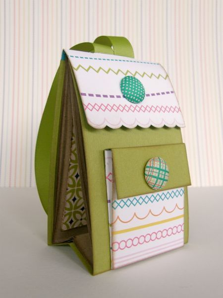 Cute back pack mini album from Italian blog. Measurements in metric. Cute, cute, cute!