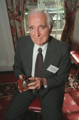 Douglas Engelbart, computer visionary and inventor of the mouse, dies at 88 - The Washington Post
