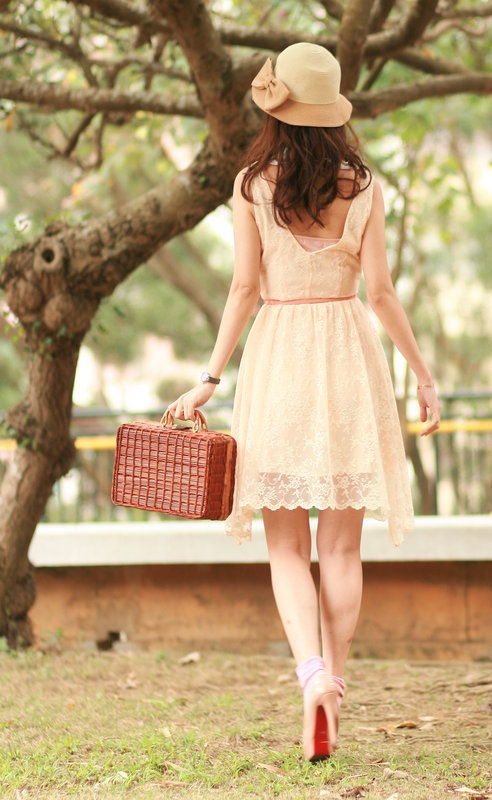 who else would totally dress like this on her way to a picnic?