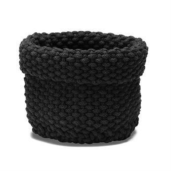 Den rustika Rope förvaringskorg från Etol Design är en multifunktionell och dekorativ korg tillverkad i flätad bomullschenille. Korgen har många användningsområden och kan placeras överallt i ditt hem där förvaring behövs, fyll den exempelvis med köksredskap, toalettartiklar eller accessoarer! Välj mellan olika färger.