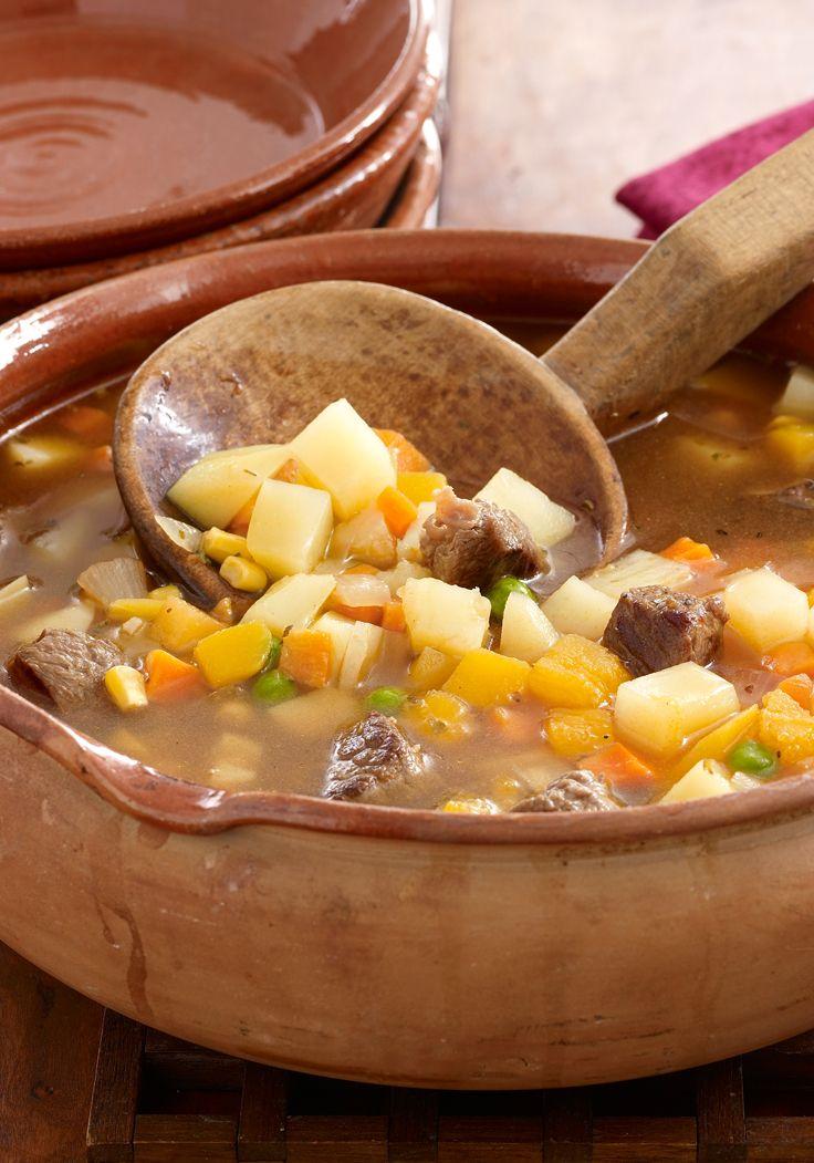 Carbonada (guisado tradicional chileno)- Este guisado lleva muchos ingredientes para excitar el paladar. La calabaza tipo butternut, el bistec y la  páprika lucen en esta receta.