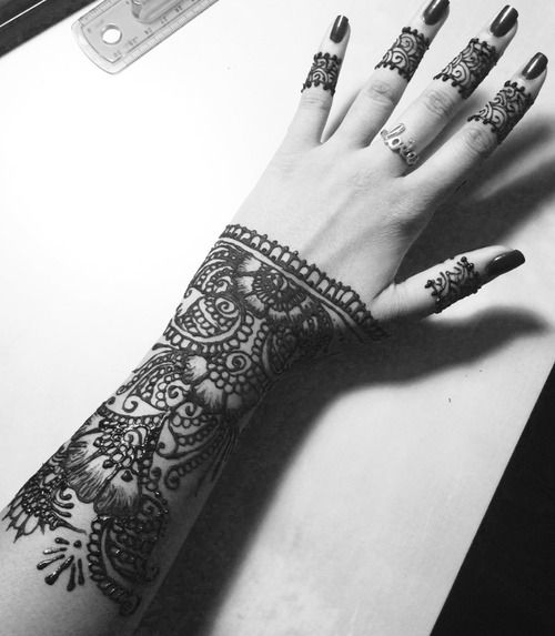 Henna Really like the way it's designed with on the finger but cut off from the wrist