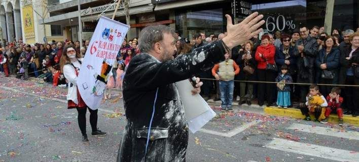 Χαμός με τον Χρήστο Φερεντίνο και την παρουσίαση που έκανε στο Καρναβάλι της Καλαμάτας