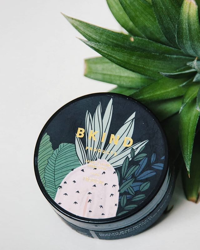 Une douce odeur tropicale à étendre sur nos mains pour nous faire croire que l'été arrive... . A tropical scent to spread on our hands to make us beleive that summer's coming...  #summerpleasecomeback . . . . . . .  #natural #naturalbeauty #vegan #vegansofig #veganbeauty #crueltyfree #plantbased #powerofplants #handbalm #tropical #summer #montreal #mtl #handmade #design #beautyproducts #localbrand #shoplocal