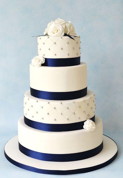 Blauw-witte  bruidstaart met rozen