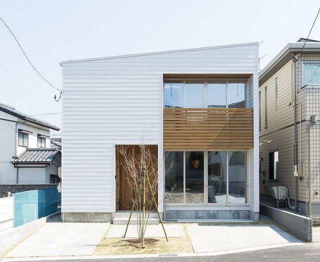"""WEBのギャラリーを更新しました。青山の家。 """"光をデザインした住まい""""と題してます。  新しい分譲地で敷地の広さは40坪と、比較的コンパクトな敷地..."""