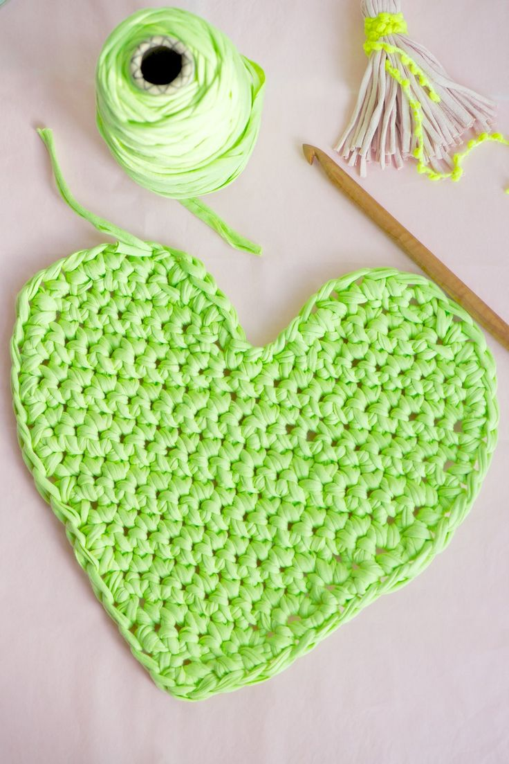 DIY: big chunky crochet heart