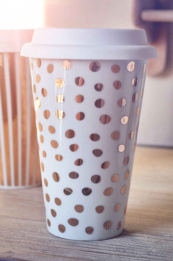 Hot thermo mug with gold dots <3