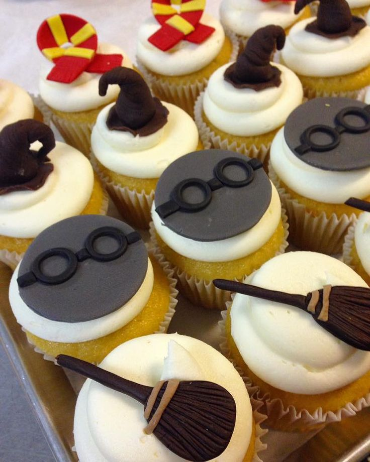 Best 25 Harry Potter Cupcakes Ideas On Pinterest Harry Potter Desserts Harry Potter Marathon And Harry Potter Treats