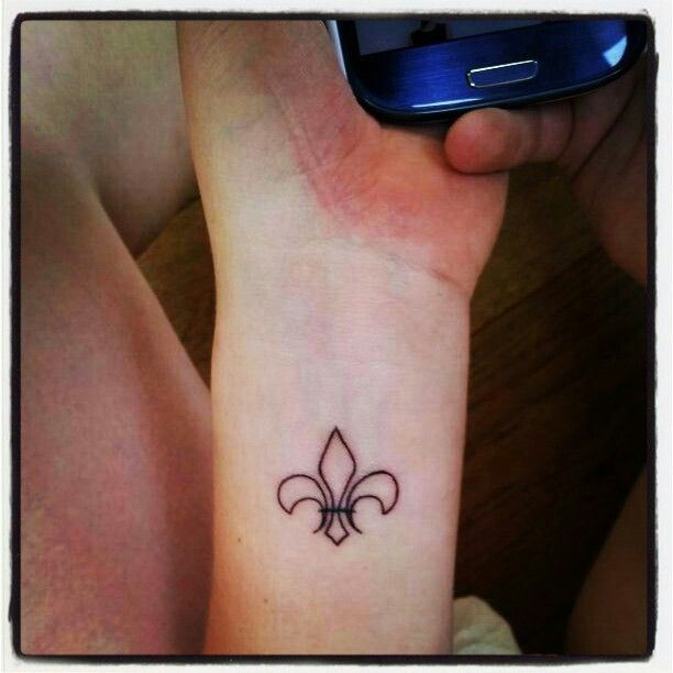 Finally found the balls to do it. Totally happy with my fleur de lis tattoo