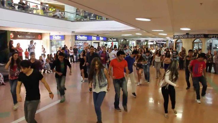 Flashmob para Pedir la Mano (Propuesta de Matrimonio) - Medellín, Colombia 2014