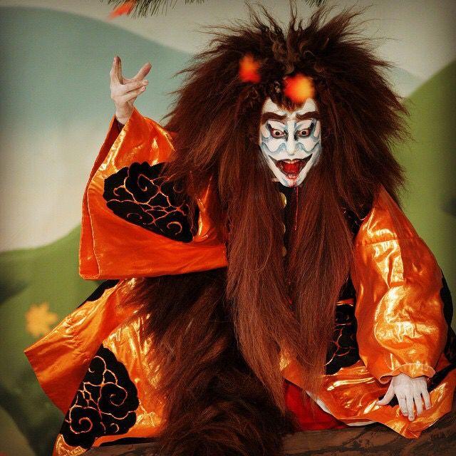 Ebizo Ichikawa XI is the eleventh and current holder of the most famous and prestigious hereditary name in the Kabuki world. 市川海老蔵