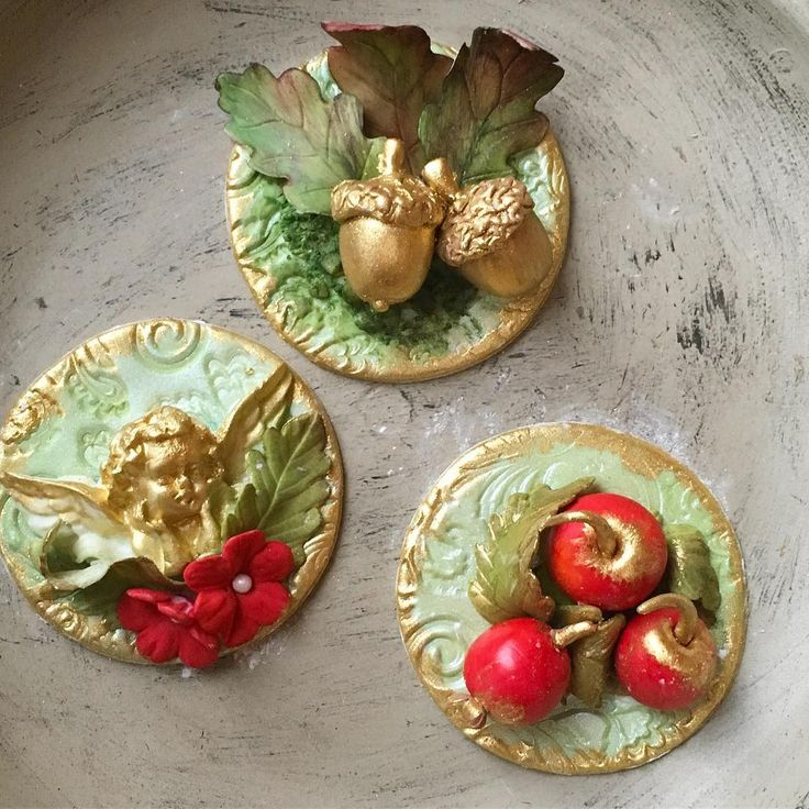 Ending our week with some ornate cupcake toppers. Sugar cherub, acorns and crab apples  #cupcakes #ornate #crabapples #cherubs #acorns #sugarcraft #luxe #instacupcakes