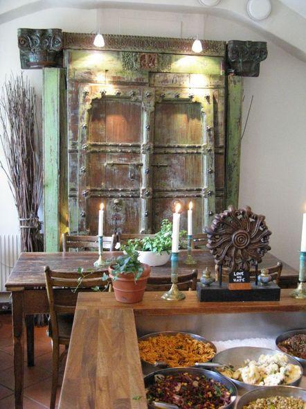 In un'atmosfera pittoresca con una vista mozzafiato sul porto vecchio di Stoccolma, Herman's offre cibo delizioso nella formula buffet. Un vero e proprio paradiso per i vegetariani, infatti Herman's è il locale più rinomato di Stoccolma per la cucina vegetariana. Quasi un'eccezione se si pensa che la Scandinavia è rinomata soprattutto per i suoi piatti a base di pesce e di carne.
