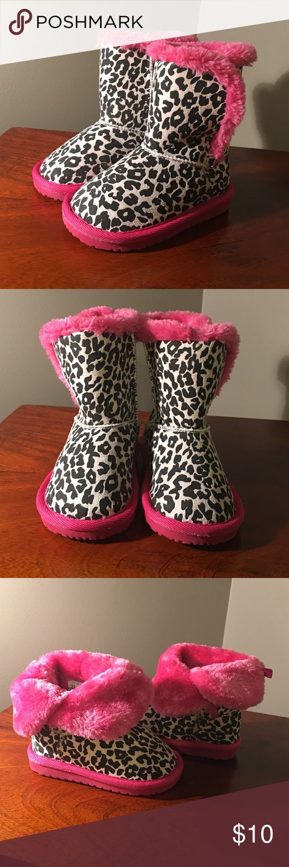 ❄️The Children's Place Toddler Winter Boots size 5 Gently used Children's Place toddler winter boots-worn 1-2 times.   Warm and fuzzy 'Ugg Style' boots in cheetah pattern with pink fur and trim. So cute on! Children's Place Shoes Boots
