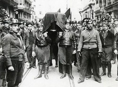 Falangistas desfilando en San Sebastián (Septiembre de 1936)