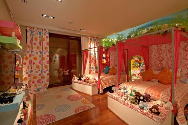 Decorating A Romantic Canopy Bed: Ideas