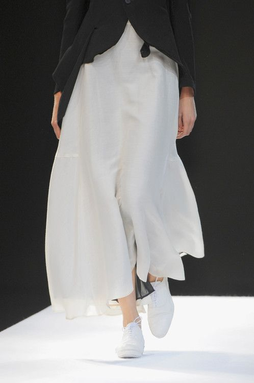yohji yamamoto spring 2009. i see this with a lot MORE COLOR involved.