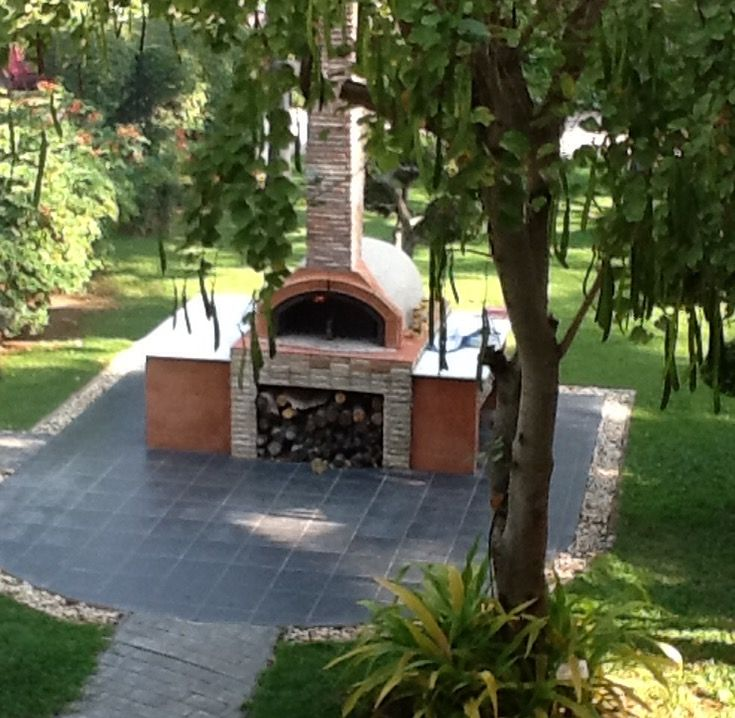 Outdoor pizza oven - wood fired