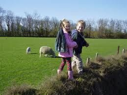 knapzakwandeling -Op Texel kun je een knapzak kopen met ontdekwandelingen speciaal voor kinderen. Er zitten allerlei opdrachten bij. De knapzak kost € 8,50. Deze kunt u kopen bij het VVV kantoor of bij Ecomare.