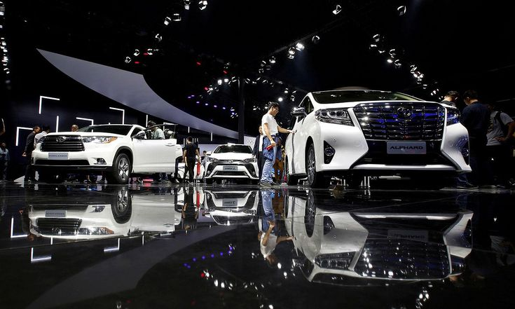 Toyota sets tough China sales target for 2018