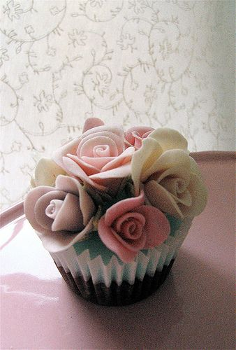 Rose shabby chic cupcake by kylie lambert (Le Cupcake), via Flickr
