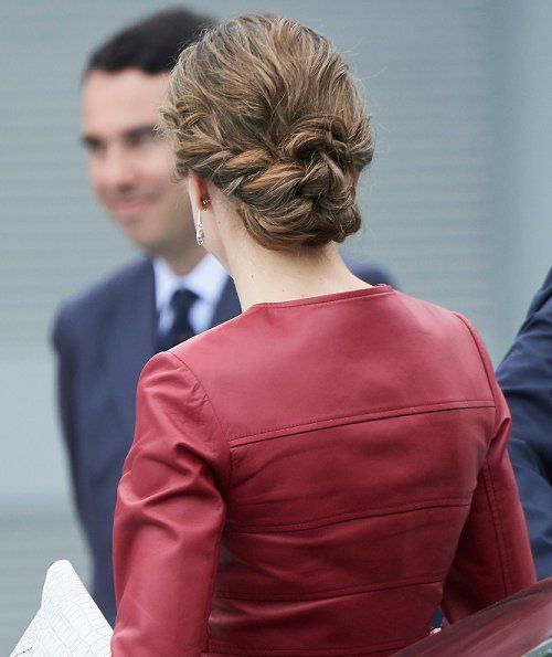 Queen Letizia wore CAROLINA HERRERA Peplum Jacket, LODI Pumps Shoes, carries UTERQUE Snakeskin Clutch