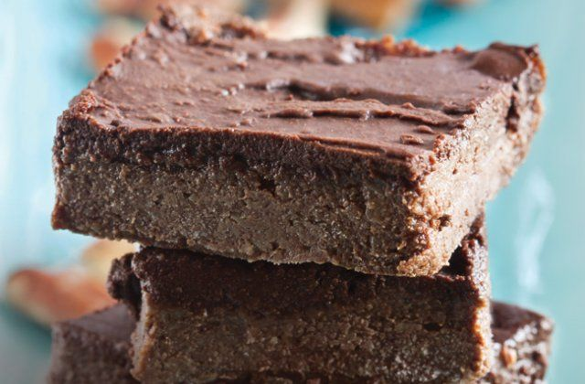 Divine raw chocolate brownies (gluten free & dairy free) | Nourish magazine Australia