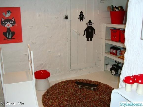 lekrum,källare,rutchkana,matta,svamppall,hylla,barnrum,robotar,smurfar,dockskåp,dockhus,leklådor