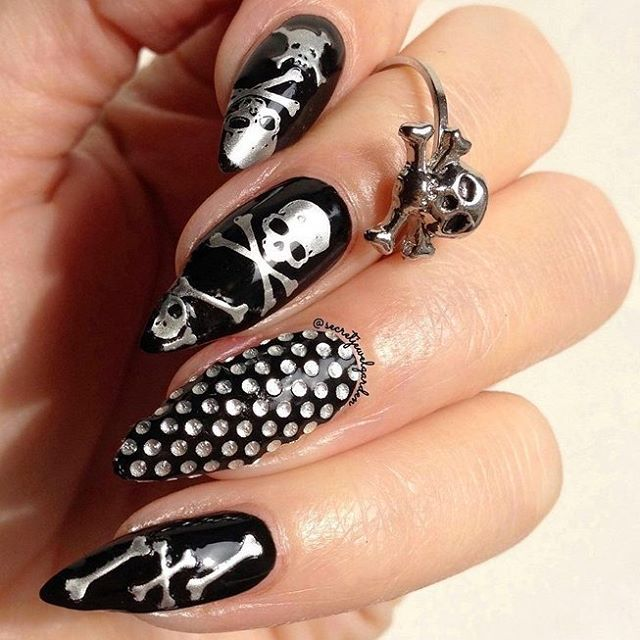 What's Halloween without a Skull and crossbones mani by @secretjewelgarden using #ChinaGlaze Liquid Leather?! ☠️🎃