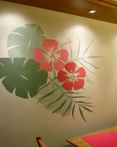 Ζωγραφική με μεγάλα φύλλα στον τοίχο της τραπεζαρίας της κουζίνας. Δείτε πρωτότυπες ιδέες διακόσμησης για την κουζίνα αλλά και κάθε άλλο τοίχο του σπιτιού στη σελίδα μας  www.artease.gr