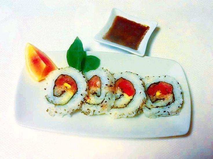 Se volete un #brunch alla moda, non potrà assolutamente mancare un delizioso uramaki #sushi sulla vostra tavola: http://www.saporie.com/it/doc-s-135-16064-1-uramaki_sushi_di_salmone_ai_profumi_di_sicilia.aspx #ricetta