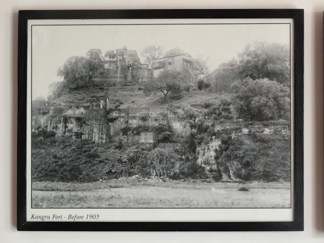 Kangra fort before 1905 earthquake. travelngossip.blogspot.in/2013/10/rare-and-ancient-photos-interesting.html