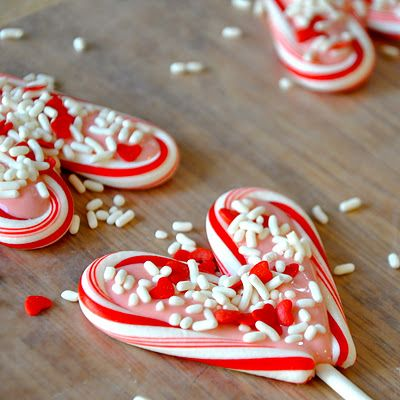 So cute..guess I should have stocked up on clearance candy canes?: Holiday, Bit Funky, Clearance Candy, Cane Hearts, Candy Canes, Minute Crafter Candy, Valentine, Crafter Candy Cane