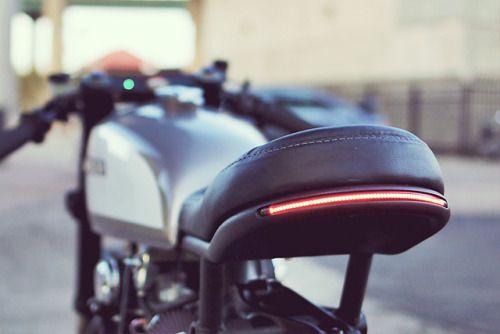 caferacerpasion: Beautiful Honda CB350 Cafe Racer by Cognito Moto.Espectacular esta transformación sobra la base de una Honda. El piloto trasero de LED da todo el puntazo   caferacerpasion.com