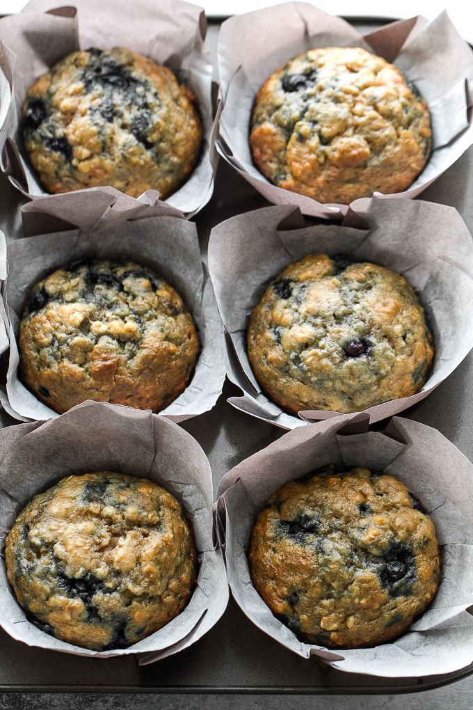 These blueberry banana oatmeal muffins are made with NO butter or oil, but so soft and tender that you'd never be able to tell! Super easy to whip up in only ONE BOWL, they make a deliciously healthy breakfast or snack. | runningwithspoons...