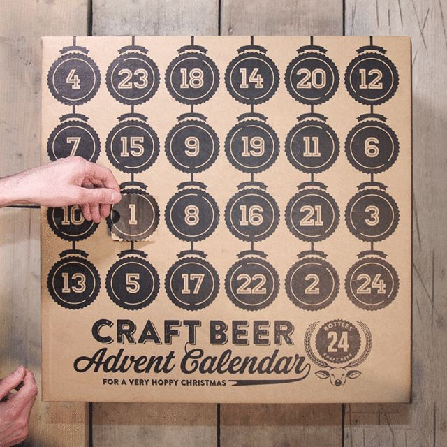 Le Craft Beer Advent Calendar, comme son nom l'indique, est un calendrier de l'Avent un peu particulier. Il a troqué ses habituels chocolats (ou ses images pieuses, au choix) pour un breuvage nettement plus digne de l'adulte que vous êtes : la bière ! Pendant 24 jours, vous êtes donc invités à déguster des bières venues du monde entier. Mais pour vous procurer ce petit plaisir, il faudra tout de même débourser près de 75£…